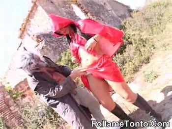 Caperucita Roja y Alicia se lo montan con los lobos feroces. Historias de FÓLLAME TONTO.